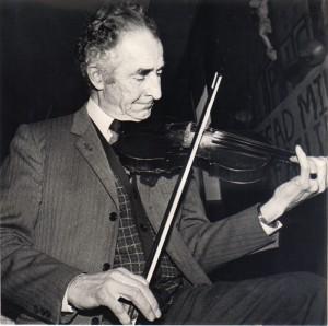 Slideshow - Pat classic fiddle pose (2)